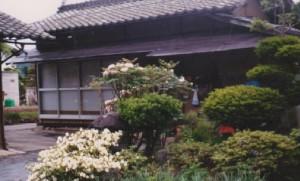 The detached house on the late Mr. Kesazo Yanagisawa's premise, where the Kobayashi family stayed in 1947-48 (the photo  by courtesy of  Mrs. Kiyoko Yamakawa)