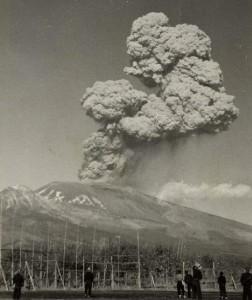 Erupting Mt. Asama viewed from Hiraga, Saku in November 1973 (by courtesy of Mr. Masayoshi Yanagisawa)