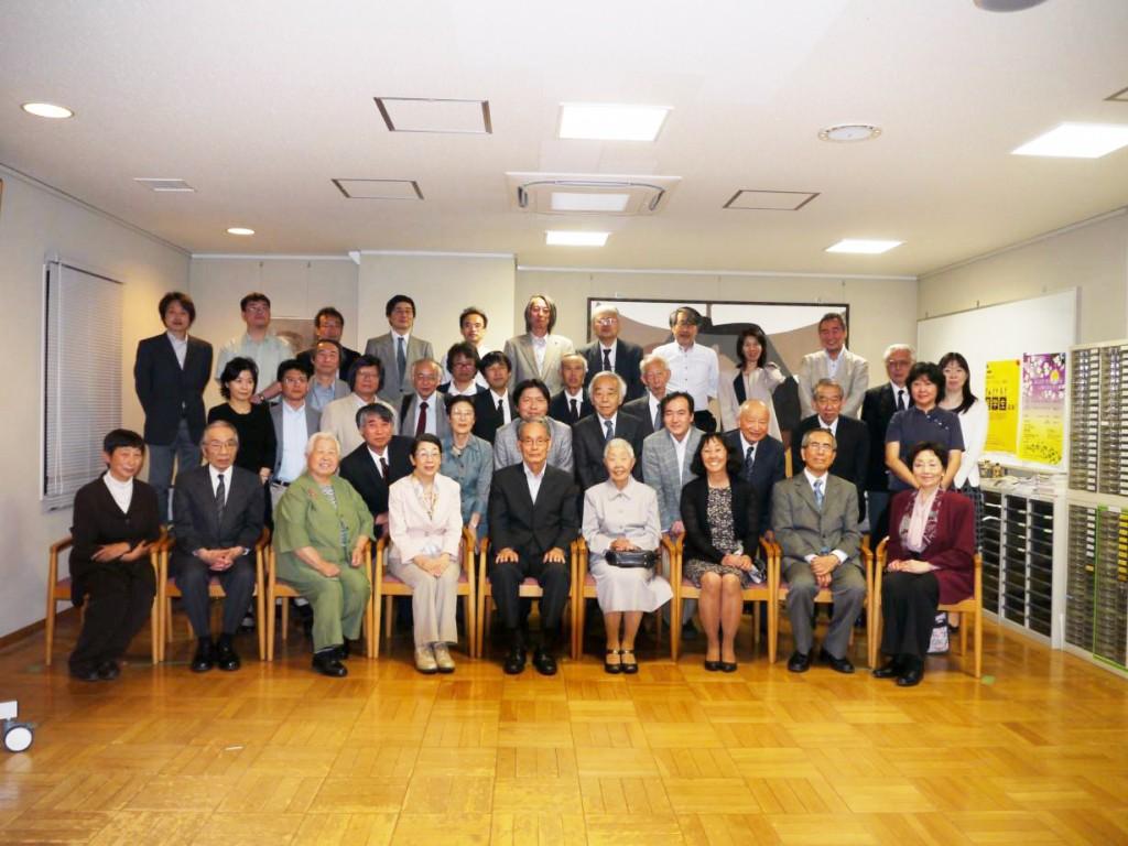 Group Photo No. 1: Front row, from left:  Akiko Ashizawa (sister-in-law),  Prof. Shigetoshi Kuroda, Mrs. Fujimoto (Family friend in Berkeley, CA), Mrs. Ochiai, Prof. Takushiro Ochiai, Yukiko (Wife), Sumire (Daughter), Hisashi (Brother) and Masae  (Sister-in-law)
