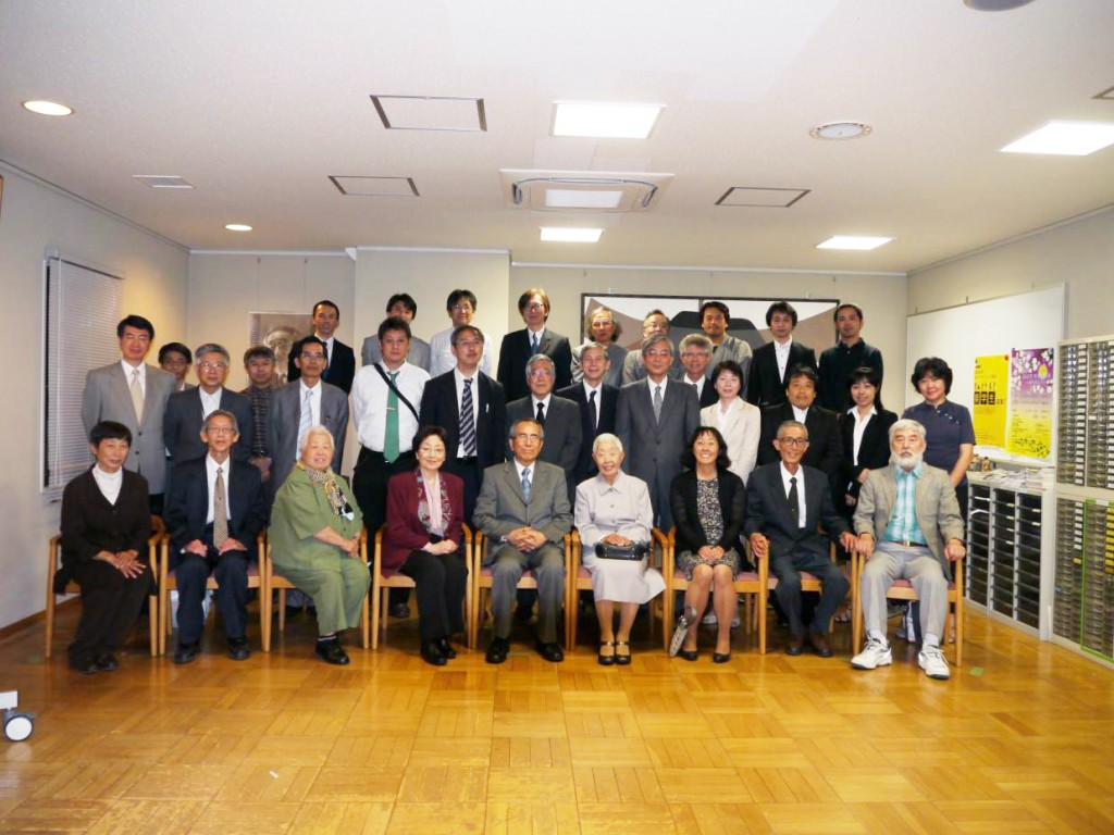 Group Photo No. 2:  Front row, from left, Akiko Ashizawa, Prof. Noboru Naito (Classmate at Middle School), Mrs. Fujimoto, Masae , Hisashi, Yukiko, Sumire, Minoru Tanaka (Cousin), Prof.  Shigeru Takeuchi (Gifu Univ.)