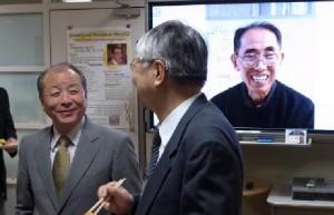 Prof. Yoshiaki Maeda (Keio Univ.) chats with Prof. Mabuchi (Osaka Univ.)